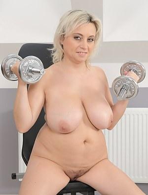 Mature Big Boobs - Huge Tits Pics, Big Juggs Porn