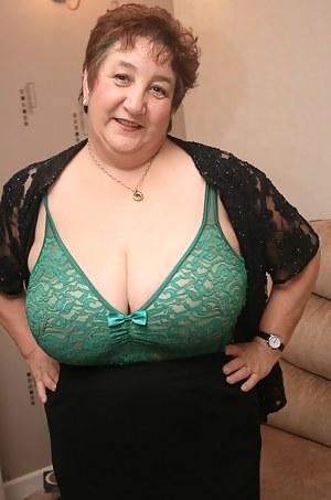 Huge natural tits mature