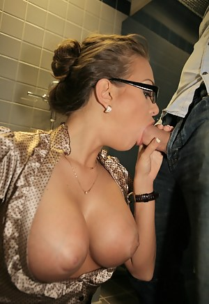 Big Boobs Toilet Porn Pictures